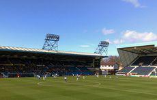 Rugby Park, das Stadion von Kilmarnock. Bild: »Rugby Park football stadium in Kilmarnock« von Tom Hodgkinson auf Wikimedia Commons, CC BY-SA 2.0