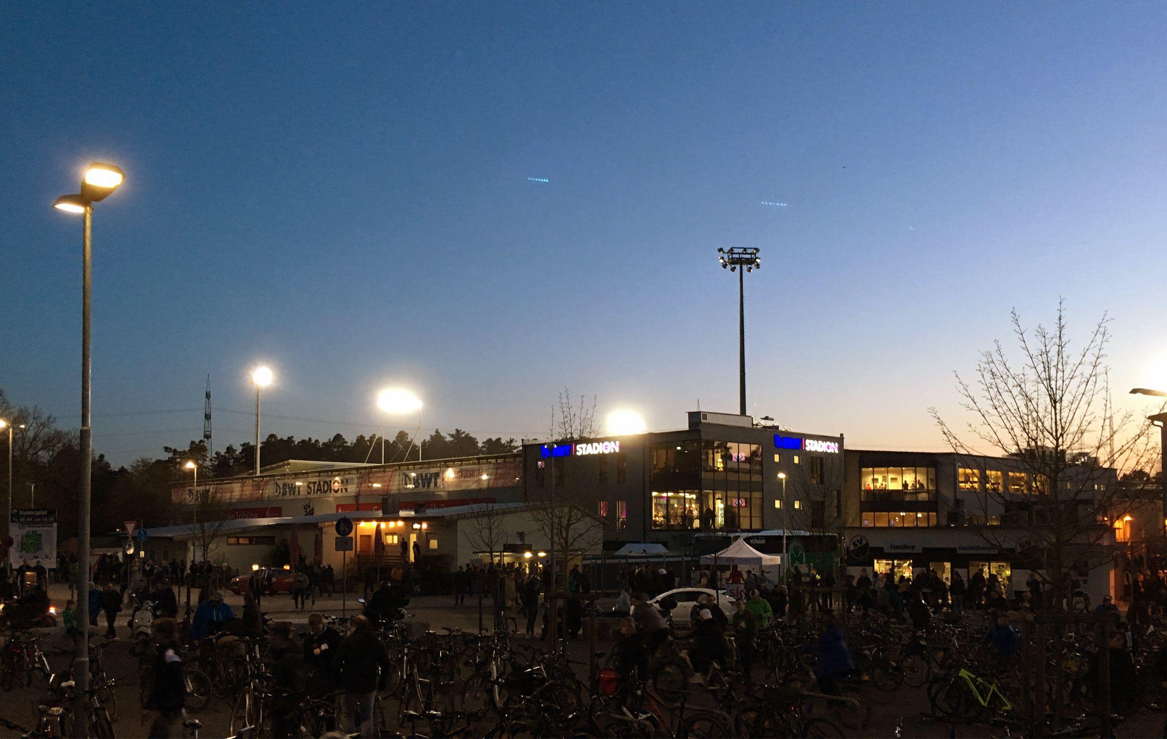 Das Stadion im Sonnenuntergang…