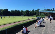 Fußball! Mit Zuschauern!