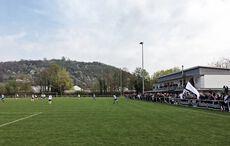 Das Stadion mit dem namensgebenden Berg im Hintergrund…