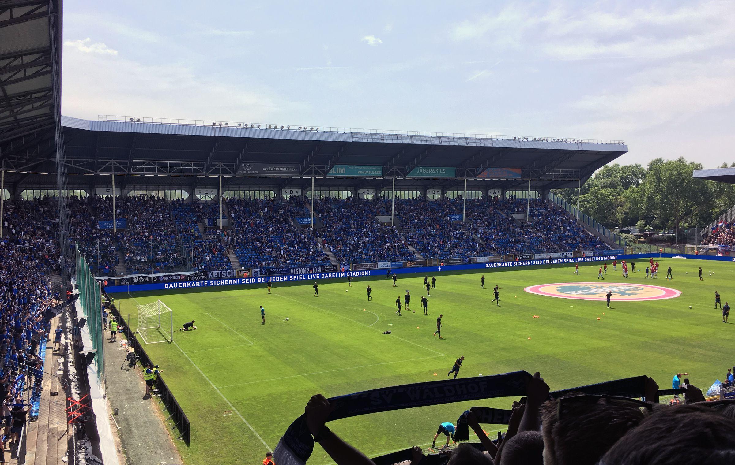 Sonnenschein und gute Stimmung – vor dem Spiel…
