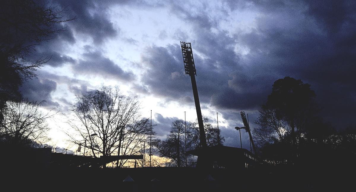 Wildparkstadion in der Abenddämmerung