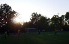 Sonnenuntergang auf dem Sportplatz…