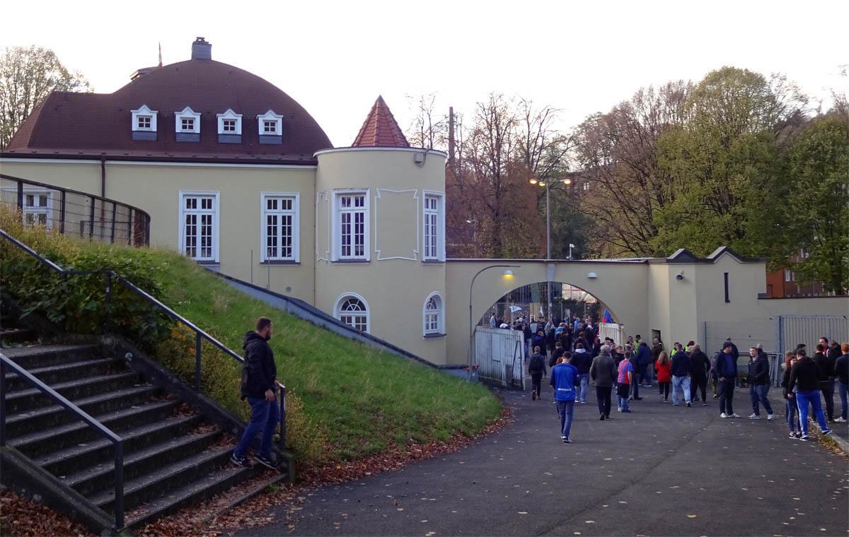 Pittoreske Bauten im Stadion.