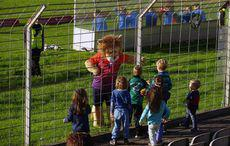 Maskottchen Pröppi bespaßt Kinder…