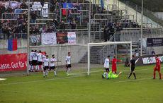Nach dem Siegtreffer – Wuppertals Torwart »schwer verletzt«…